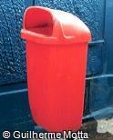 Lixeira plástica suspensa