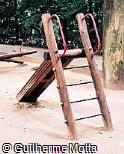 Escorregador em madeira