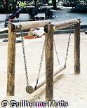 Balanço de tora de madeira
