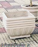 Vaso em concreto pintado de boca quadrada